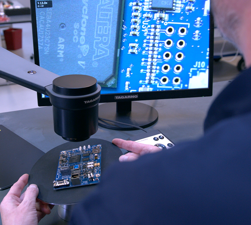 TAGARNO TREND digital microscope performing quality control inspection of PCB